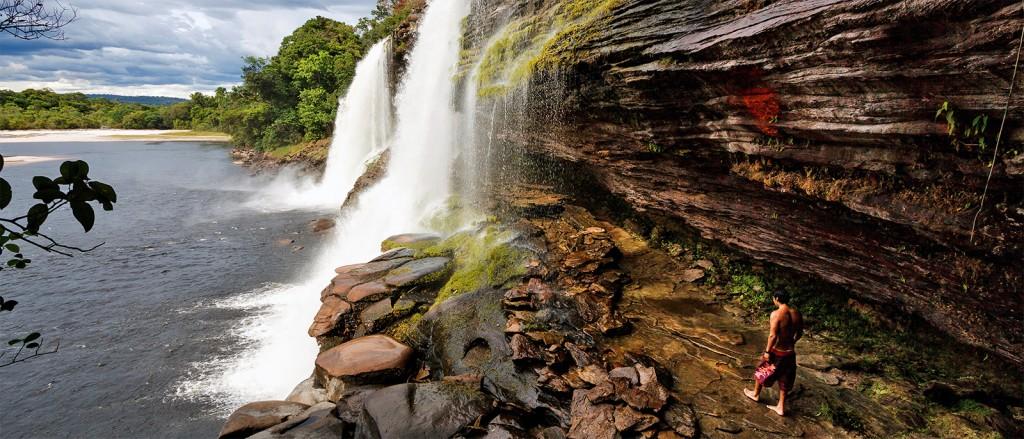 Au pied de la cascade de Salto Angel - © Stig Nygaard