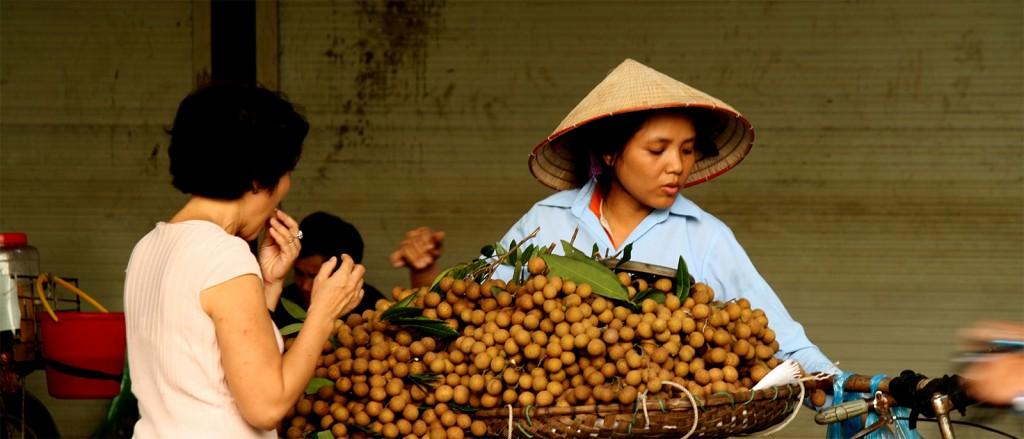 Une marchande ambulante à Hanoï, Vietnam - © Jorge Cancela