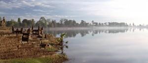 Brume matinale sur Angkor Wat, Cambodge - © linuts