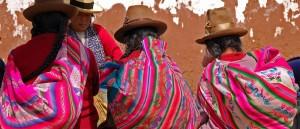 Quatre Péruviennes sur un marché près de Cuzco, Pérou - © chany crystal