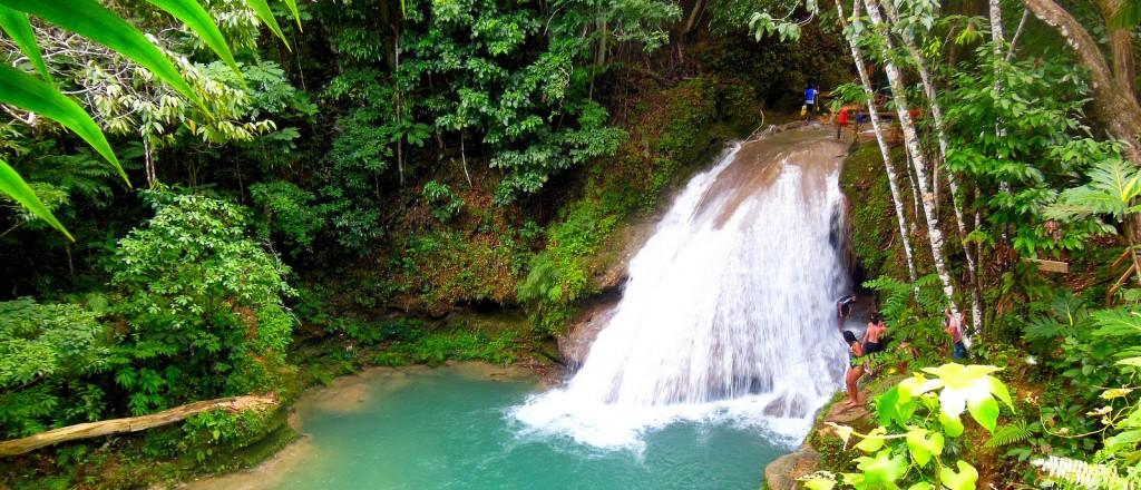 Une cascade près d'Ocho Rios, en Jamaïque - © Ishamari Colon