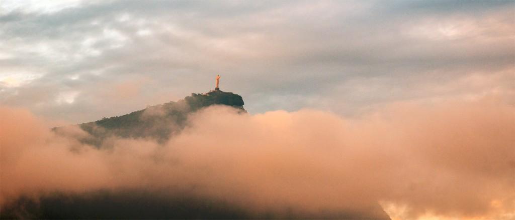 Le Corcovado et son Christ Rédempteur au-dessus des nuages - © Rodrigo Soldon