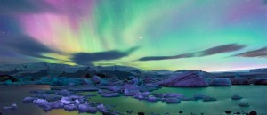 Le spectacle des aurores boréales à Jökulsárlón - © Moyan Brenn