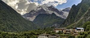 Un village tibétain au cœur des montagnes