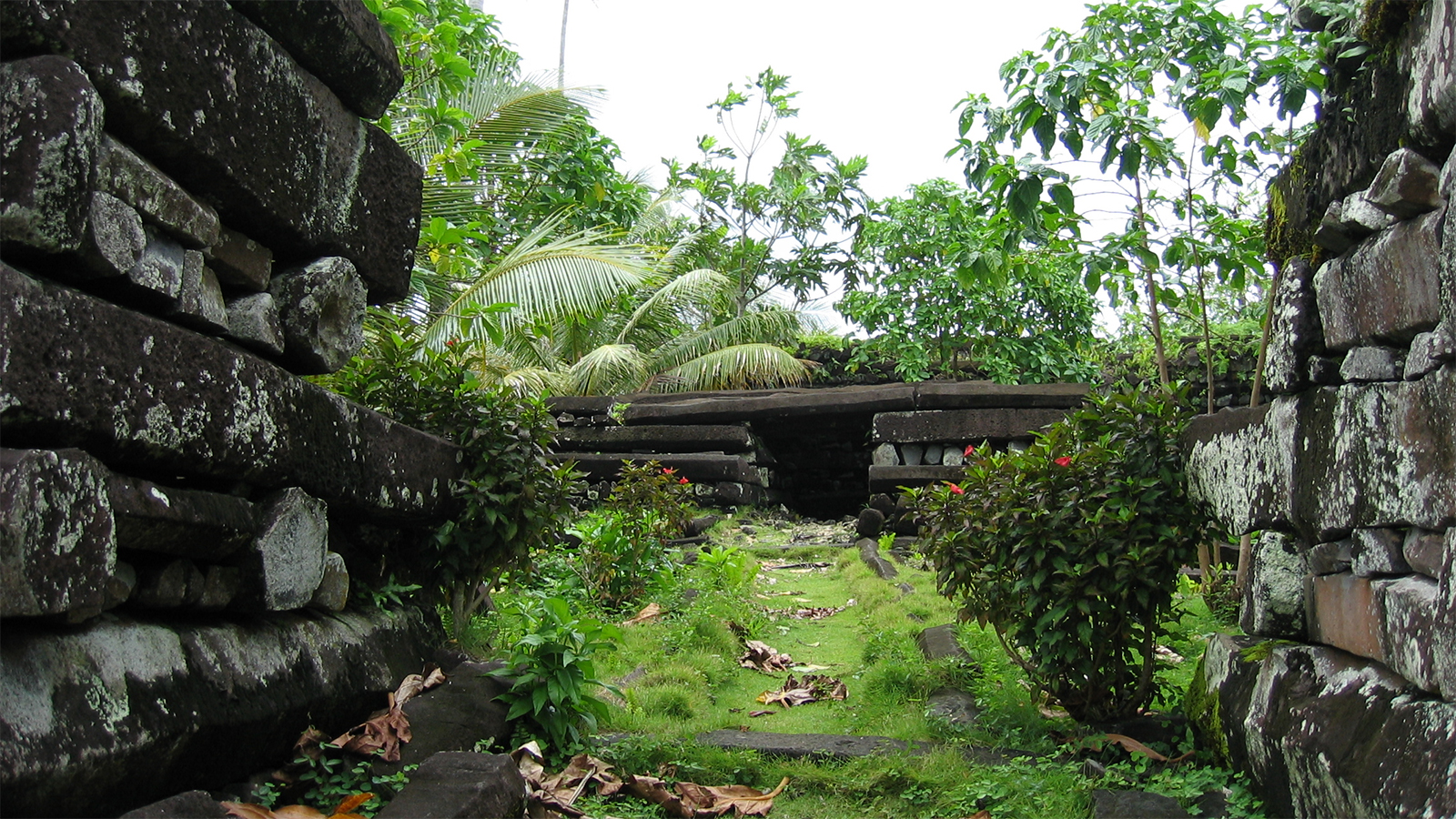 Nan Madol, en Micronésie - © ajdemma