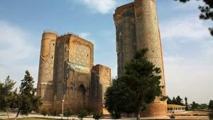 Le centre historique de Chakhrisabz (ici le palais Ak Saray), en Ouzbékistan - © Jori Avlis