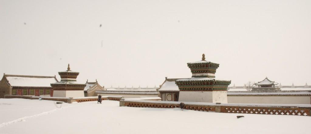 Le monastère d'Erdene Zuu sous la neige, en Mongolie - © Honza Soukup