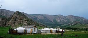 Un camp de yourtes dans le parc Gorkhi-Terelj, en Mongolie - © harveypekar84