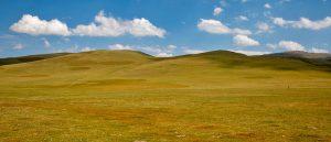 Les immenses jaïloos longeant le lac Son Koul, Kirghizistan - © Ninara